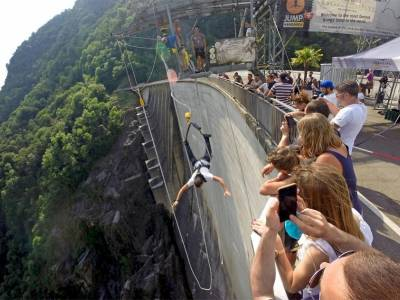 007 BUNGY JUMPING