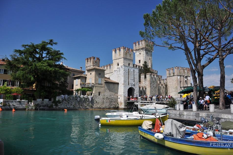 THE MEDIEVAL TOWN OF SIRMIONE